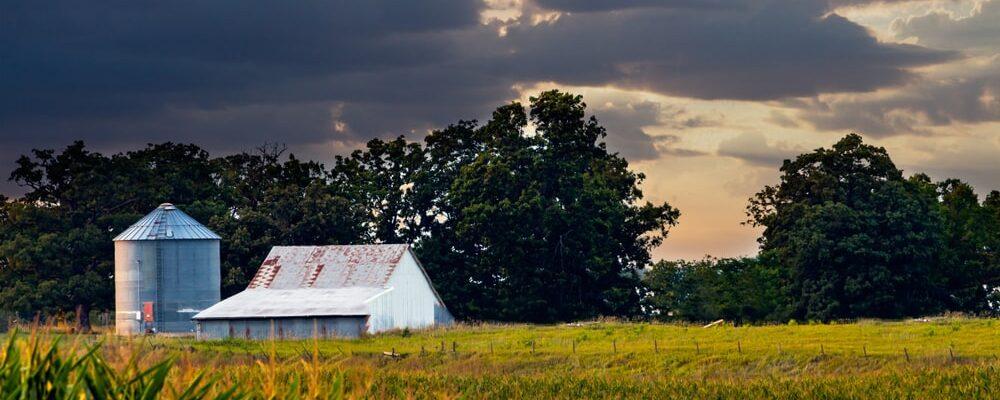 Beautiful,Sunset,Over,An,Iowa,Barn