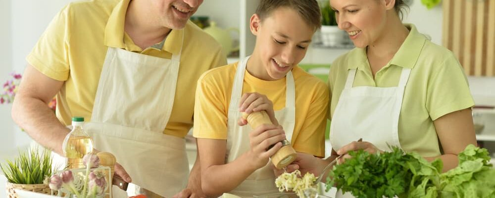 Close,Up,Portrait,Of,Cute,Family,Cooking,Together,In,Kitchen
