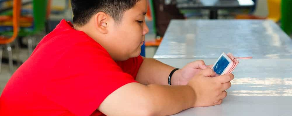 Asian,Child,Boy,Are,Addictive,Playing,Tablet,And,Mobile,Phones,