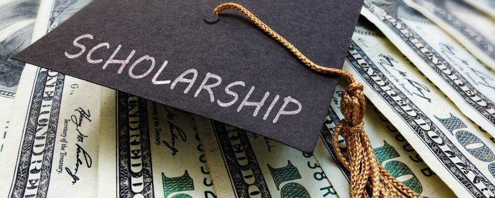 Scholarship,Graduation,Cap,On,Money